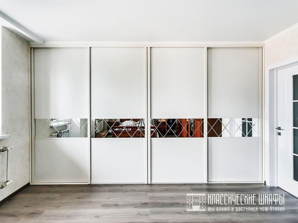 Белый классический встроенный шкаф купе