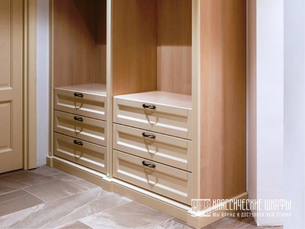 Классические гардеробные шкафы с ящиками