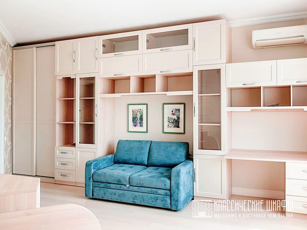 Классическиий шкаф в гостиную со столом