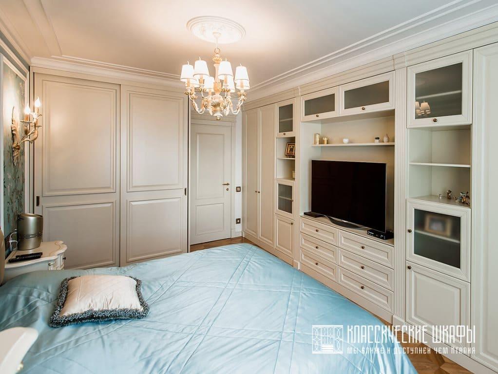 Классический шкаф для телевизора и шкаф купе
