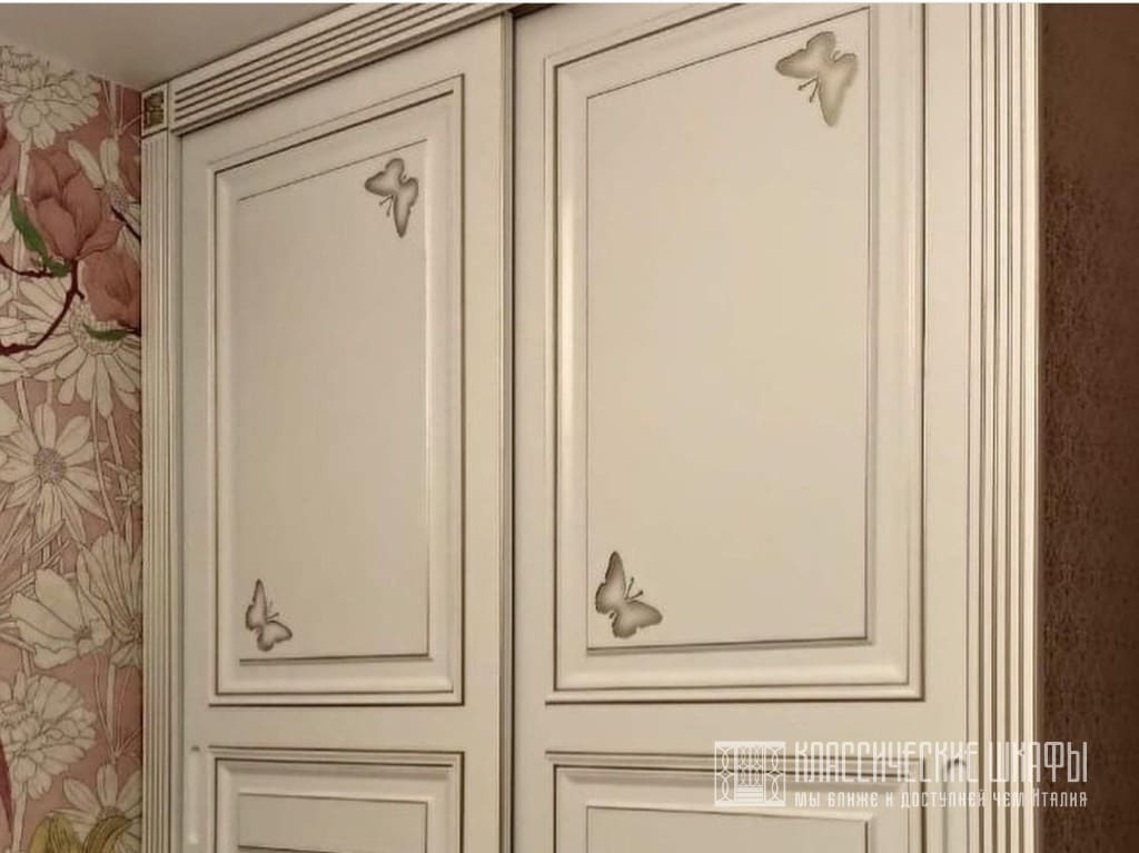 Классический шкаф купе в детскую комнату