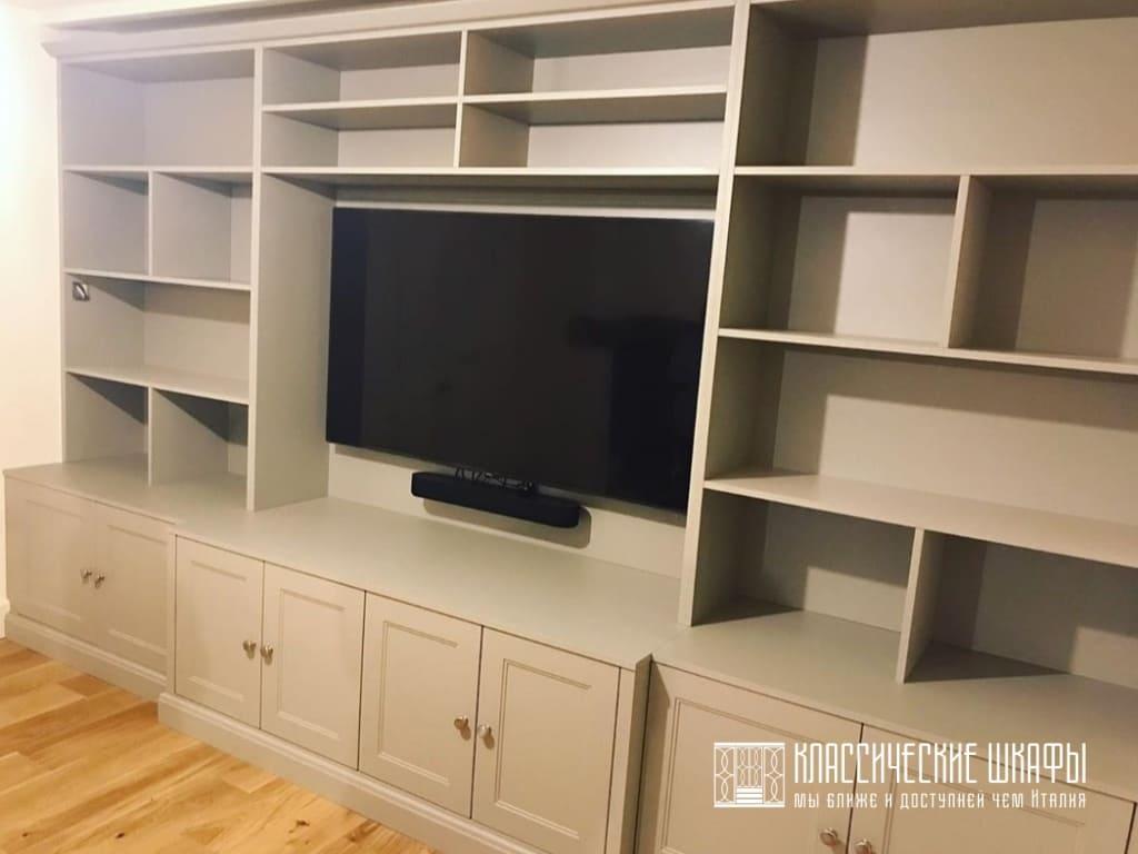 Классический шкаф под телевизор с полками