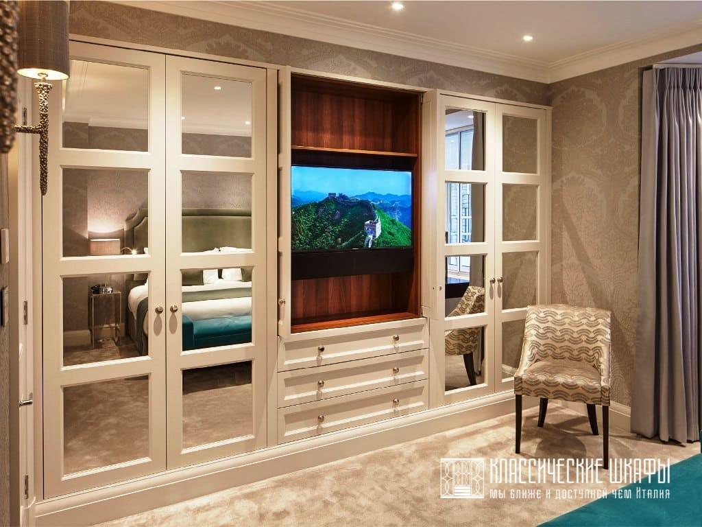 Классический шкаф в гостиную под телевизор