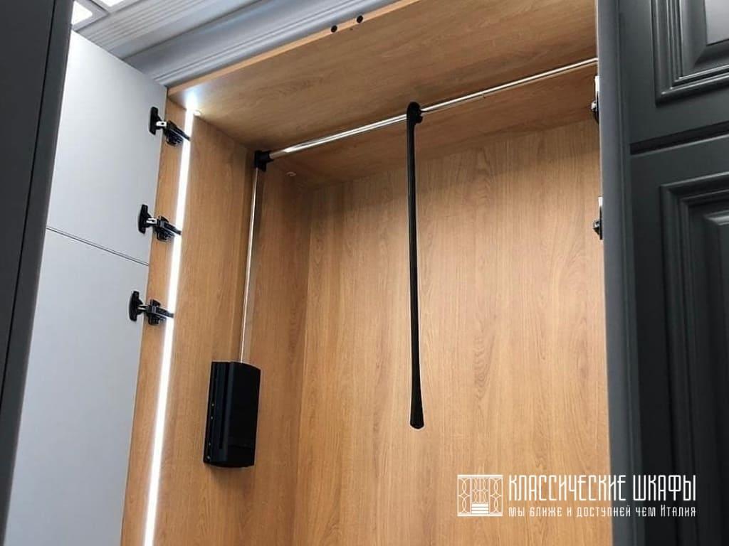 Классический шкаф в прихожую с обувной колонной