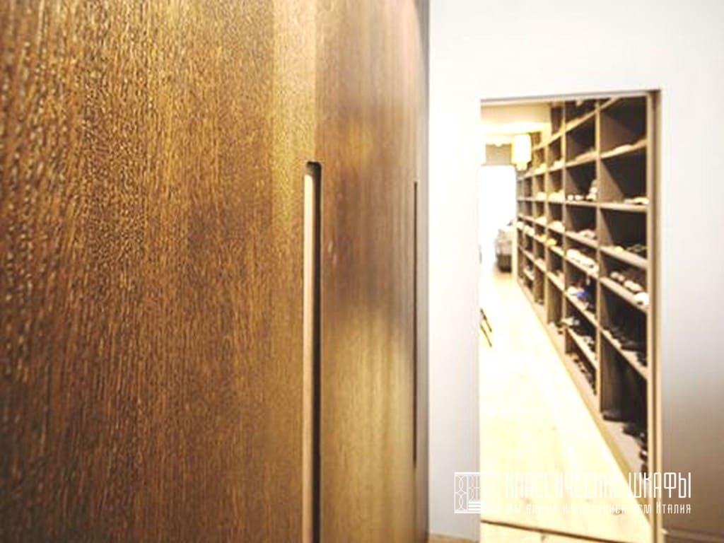 Классический встроенный шкаф шпон орех