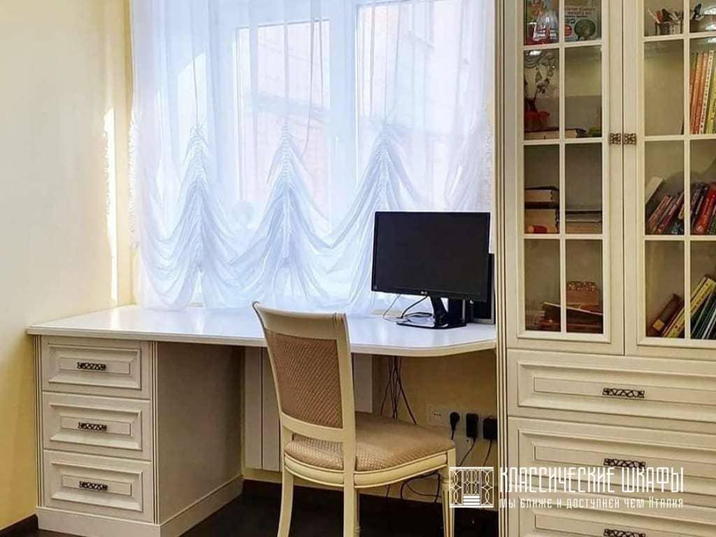 Книжный шкаф классика с рабочим столом