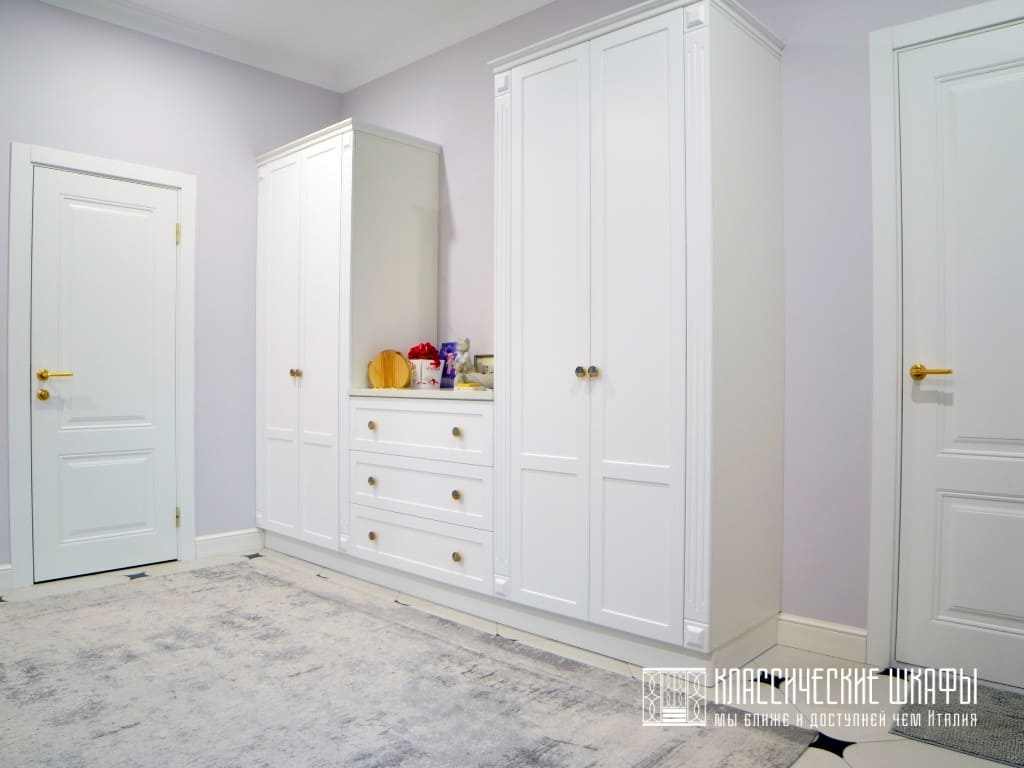 Мебель для прихожей в классическом стиле белая