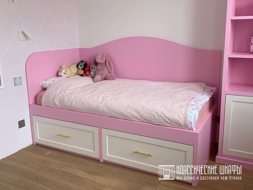 Мебель в детскую комнату в классическом стиле