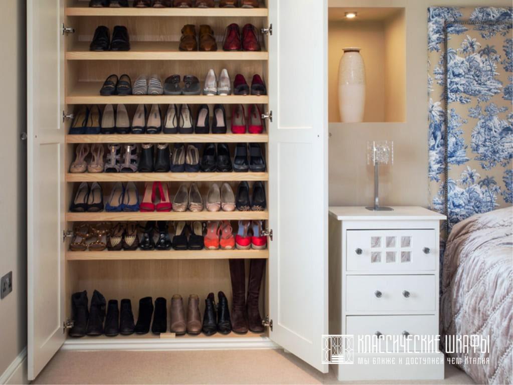 Распашные шкафы в спальню неоклассика