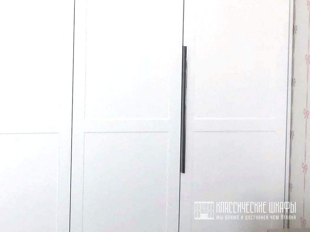 Шкаф гармошка в классическом стиле в спальню