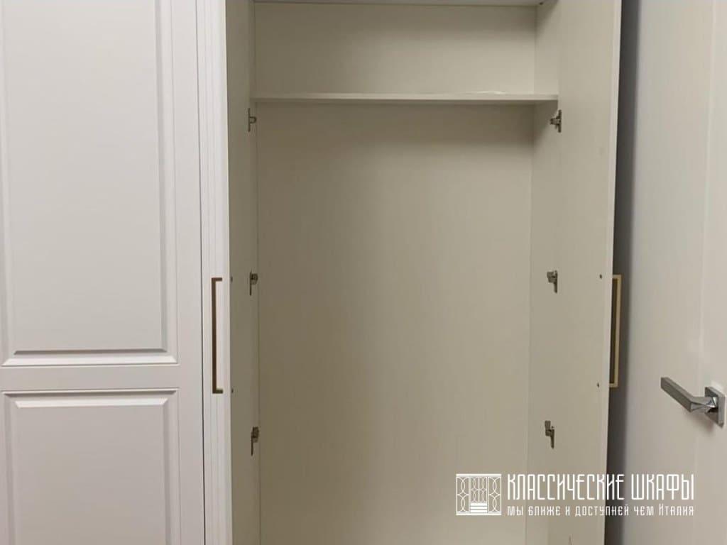 Шкаф классический в прихожую встроенный