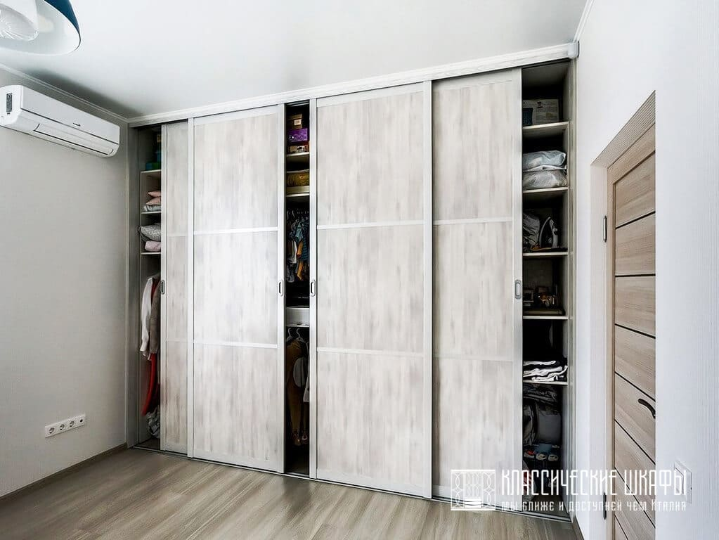 Встроенный шкаф купе в гостиную классика
