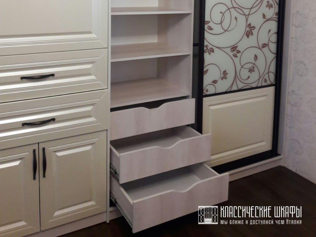 Шкаф купе в спальню классический стиль