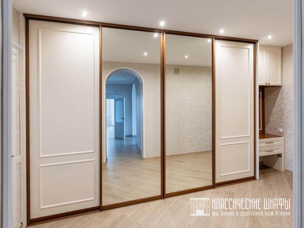 Шкаф купе зеркальный в классическом стиле
