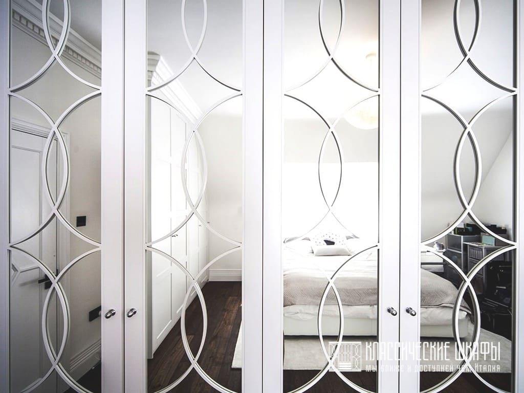 Шкаф распашной классика с зеркалом