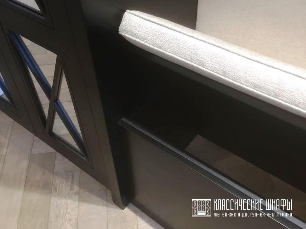 Шкаф с сиденьем неоклассика в прихожую