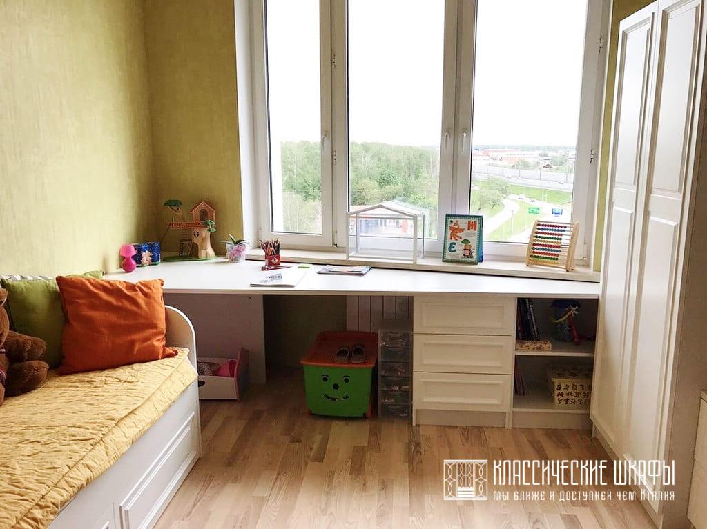 Шкаф в детскую в классическом стиле