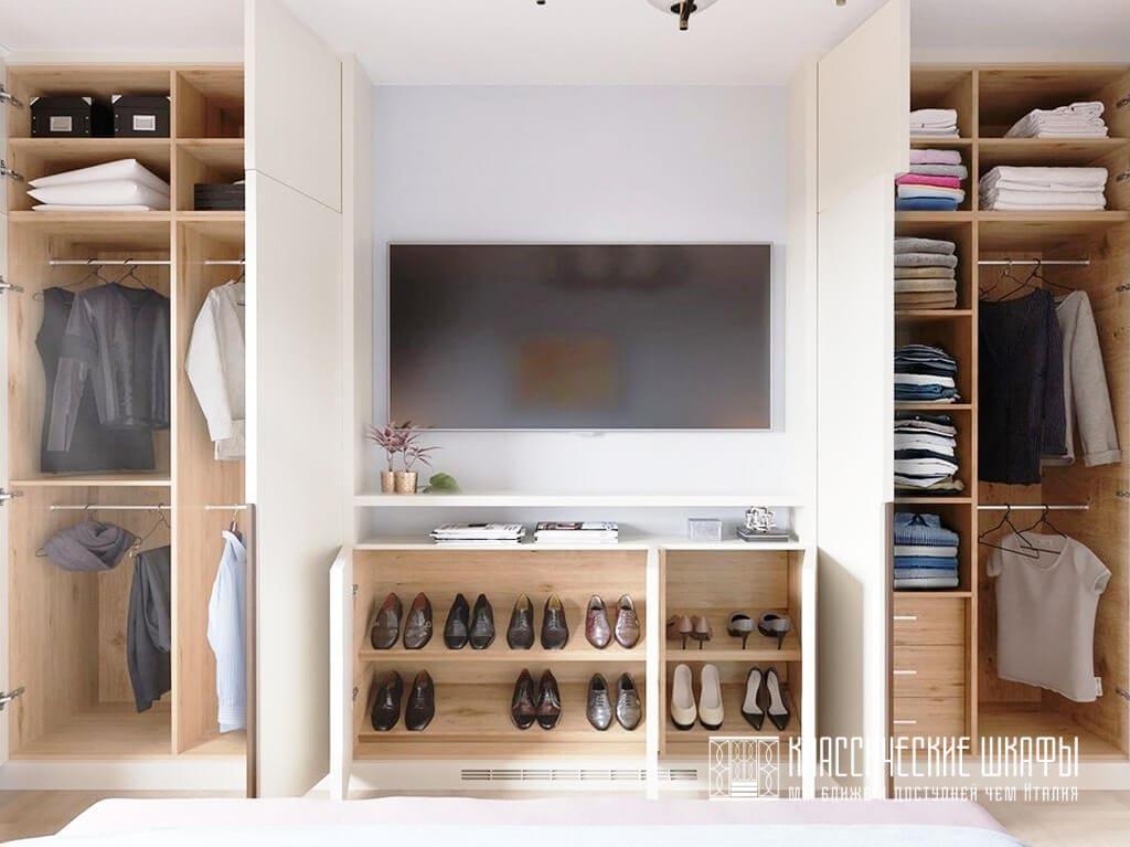 Шкаф в гостиную в классическом стиле под ТВ