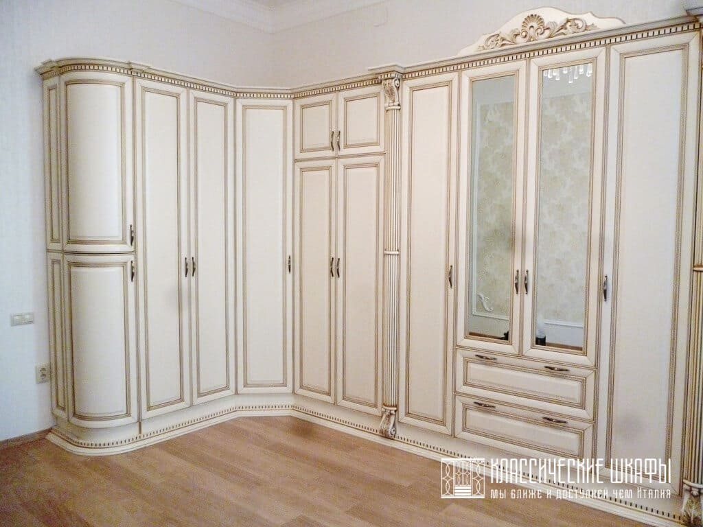 Шкаф в классическом стиле из массива дерева