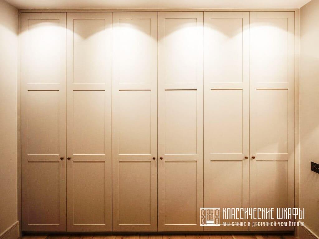 Шкаф встроенный между стен классический
