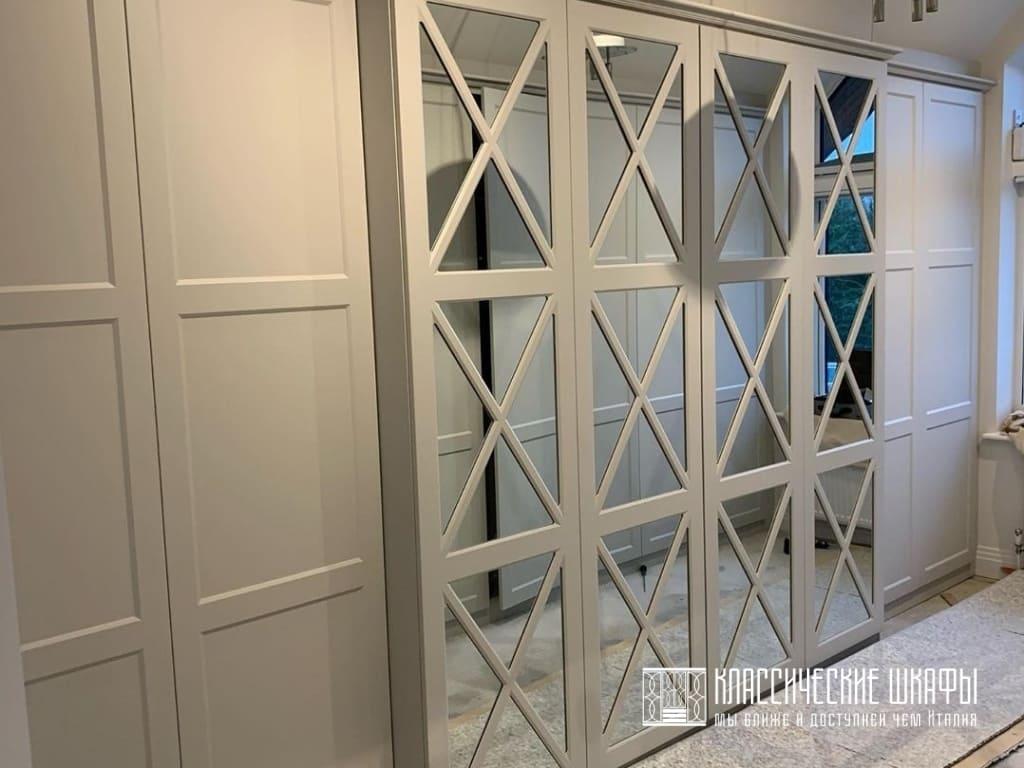 Шкафы неоклассика на мансардный этаж