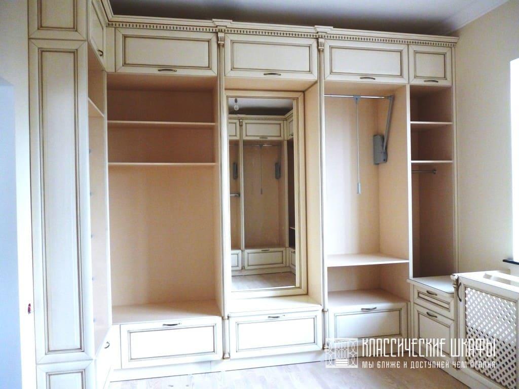 Шкафы в гардеробную комнату классика