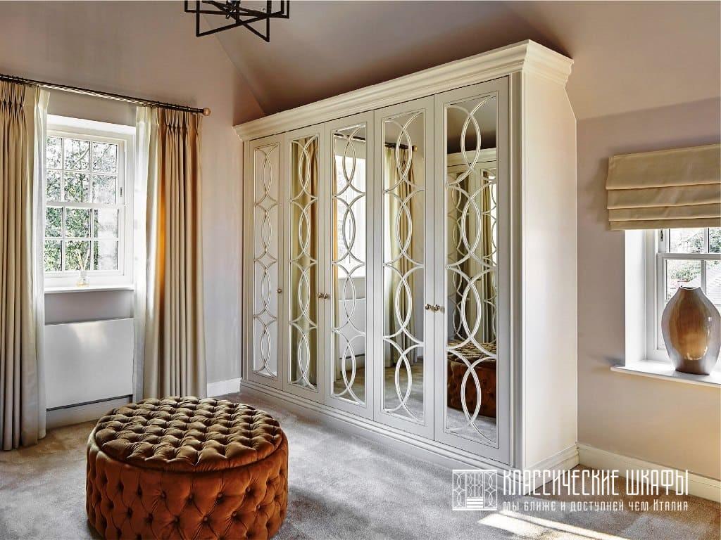 Шкафы в классическом стиле на мансарду