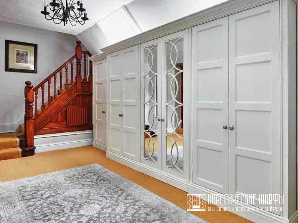 Шкафы в прихожую в классическом стиле