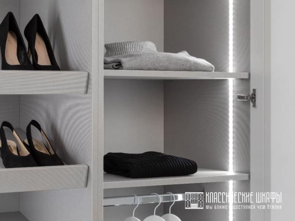 Угловой шкаф на заказ в классическом стиле