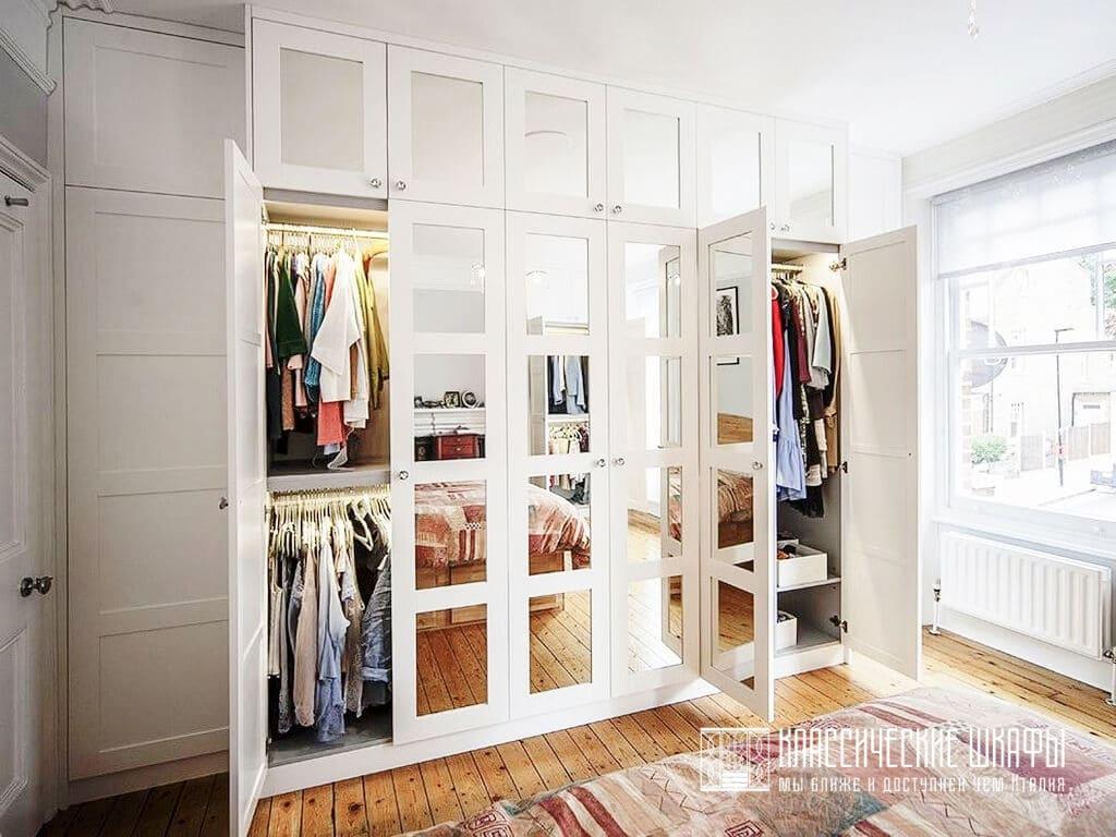 Встроенный белый шкаф классика с зеркалами